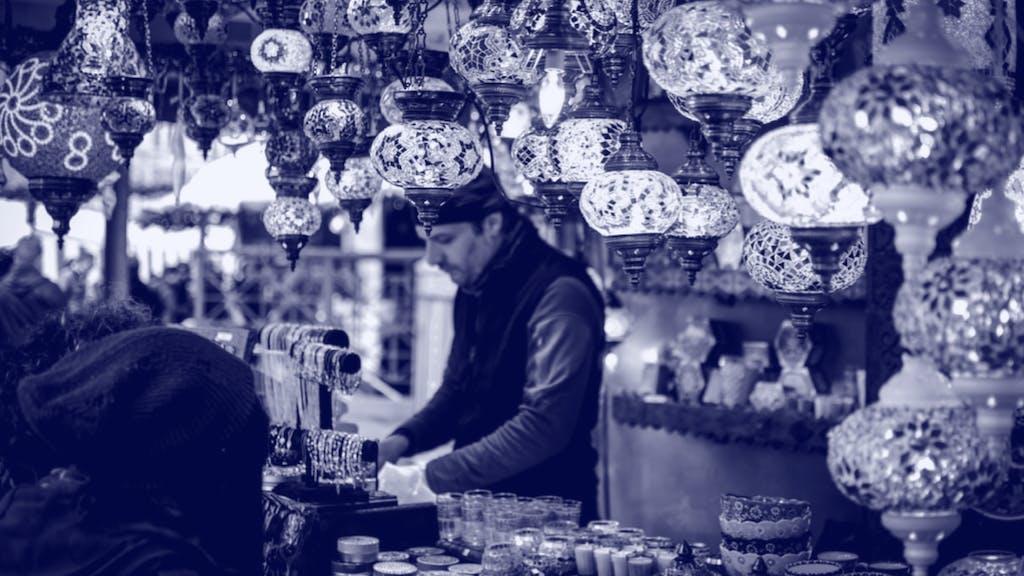 Bazar Besucher beim Verhandeln