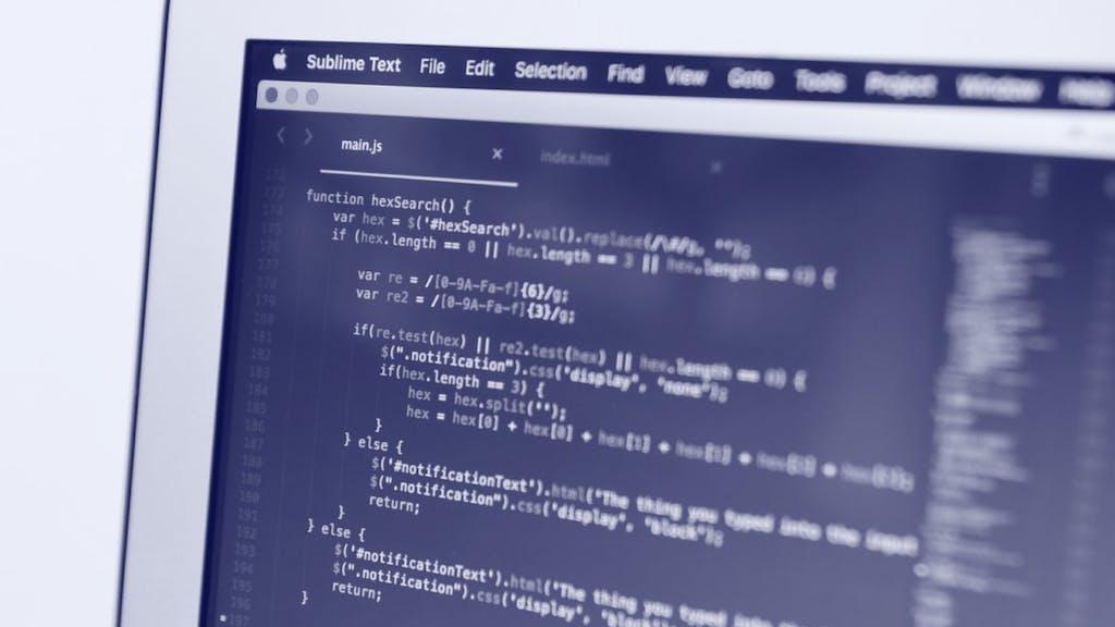 Computerbildschirm mit IT Codes